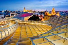 塞维利亚,西班牙- 2017年2月15日:从Metropol遮阳伞的顶端都市风景 这个结构,叫作`蘑菇`,有b 免版税库存图片
