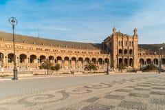 塞维利亚,西班牙- 2017年10月01日:西班牙广场的游人 免版税库存照片