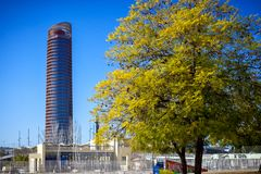 塞维利亚:塞维利亚塔Torre de塞维利亚,安大路西亚,西班牙塞维利亚看法  免版税库存图片