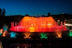 巴塞罗那不可思议的喷泉在夜 免版税库存照片