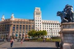 巴塞罗那卡塔龙尼亚catalynia de placa西班牙广场 卡塔龙尼亚,巴塞罗那的正方形 主要看法 库存图片
