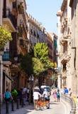 巴塞罗那哥特式闪亮指示运输路线季度 巴塞罗那西班牙 库存图片