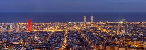 巴塞罗那在晚上 库存图片