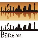巴塞罗那地平线在橙色背景中 免版税库存图片