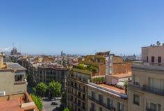 巴塞罗那屋顶和都市风景视图 免版税库存照片