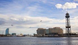 巴塞罗那巡航口岸终端缆索铁路的塔 免版税图库摄影