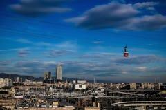 巴塞罗那市和缆车 库存照片