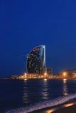 巴塞罗那海滩在晚上 免版税库存照片