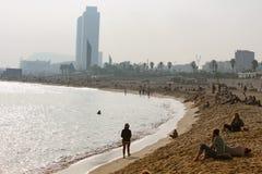 巴塞罗那海滩10月星期天 库存图片