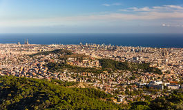 巴塞罗那看法包括Sagrada Familia和Torre Agbar 免版税库存图片