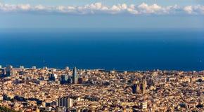 巴塞罗那看法和Sagrada Familia和Torre Agbar 免版税库存图片