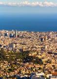 巴塞罗那看法和Sagrada Familia和Torre Agbar 免版税图库摄影