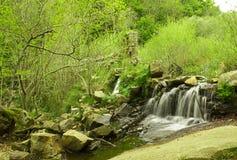 巴塞罗那美丽的叫的干净的新鲜的gualba少许安排河晃动西班牙被采取的瀑布 新鲜和干净的小的河,一个松弛地方 免版税库存照片