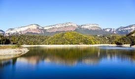 巴塞罗那西班牙全景摄影的湖Sau 图库摄影