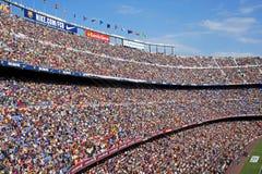 巴塞罗那足球俱乐部:在阵营Nou的人群 免版税库存照片