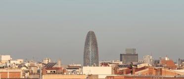 巴塞罗那高密度建筑和Agbar skyscrapper 库存图片