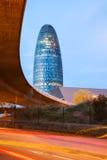 巴塞罗那,西班牙看法。Torre agbar摩天大楼在晚上 免版税库存照片