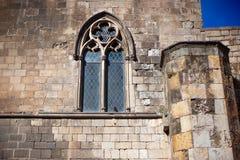 巴塞罗那,西班牙,老镇Barri Gotic区-一个哥特式大厦的门面 免版税库存照片