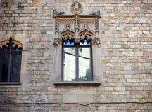 巴塞罗那,西班牙,老镇Barri Gotic区-一个哥特式大厦的门面 库存图片