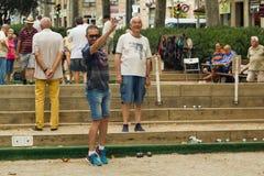 巴塞罗那,西班牙, 16威严2016年:演奏在a的老人petanque 库存图片