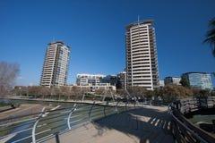 巴塞罗那,西班牙, 2016年3月:在parc对角3月的现代步行大道有在现代摩天大楼的看法 免版税库存图片