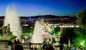 巴塞罗那,西班牙- 2005年5月04日, :不可思议的喷泉光展示夜视图  库存照片