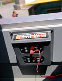 巴塞罗那,西班牙- 2014年5月17日:公共汽车城市游览 块多语种音频指南 免版税库存图片