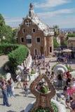 巴塞罗那,西班牙- 2016年9月24日:公园Guell入口龙喷泉 库存图片