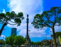 巴塞罗那,西班牙- 2007年5月09日:在海滨人行道的克里斯托弗・哥伦布纪念碑有蓝天背景,在巴塞罗那 库存照片