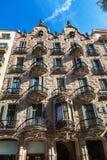 巴塞罗那,西班牙- 2016年4月18日:安置门面住处Calvet,设计由安东尼奥Gaudi 库存照片