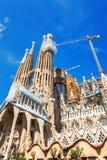 巴塞罗那,西班牙- 2016年4月18日:拉萨格拉达Familia主要门面大教堂的建筑  库存图片