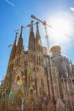 巴塞罗那,西班牙- 2016年4月18日:拉萨格拉达Familia主要门面大教堂的建筑  库存照片