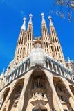 巴塞罗那,西班牙- 2016年4月18日:拉萨格拉达Familia主要门面大教堂  免版税库存图片