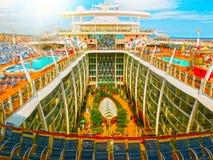 巴塞罗那,西班牙- 2015年9月06日:皇家加勒比,海的魅力 免版税图库摄影