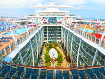 巴塞罗那,西班牙- 2015年9月06日:皇家加勒比,海的魅力 图库摄影