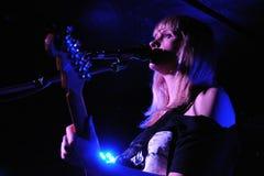 Jenn Wasner, Y形支架橡木的歌手 免版税库存图片
