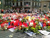 巴塞罗那, 26威严2017年:恐怖主义受害者的纪念品 库存图片