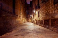 巴塞罗那 巴塞罗那哥特式闪亮指示运输路线晚上季度 免版税图库摄影