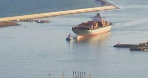 巴塞罗那晴天运输在口岸山景4k西班牙的货船 影视素材