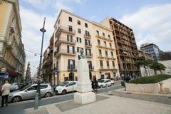 塞萨尔Battisti雕象在巴里,意大利 免版税图库摄影