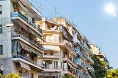 塞萨罗尼基公寓楼 免版税库存图片