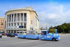 塞萨罗尼基剧院娱乐火车街道 免版税库存照片