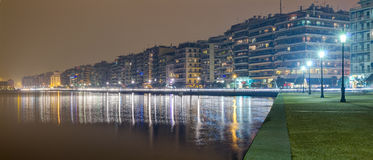 塞萨罗尼基江边在晚上,马其顿,希腊 库存照片