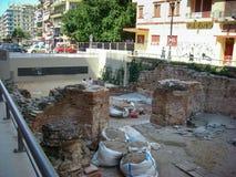 塞萨罗尼基,希腊- 2014年6月07日:考古学开掘的站点纪念碑在塞萨罗尼基市,希腊的中心 库存照片