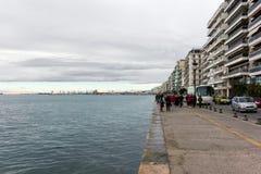 塞萨罗尼基,希腊- 2017年12月17日-塞萨罗尼基江边在多云天空下 库存图片