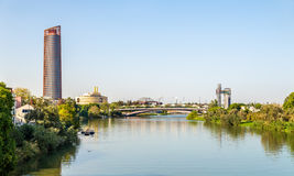 塞维利亚地平线有瓜达尔基维尔河河的-西班牙 库存图片