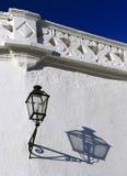 塞维利亚西班牙 粉刷门面和阴影在黄昏阳光下 免版税图库摄影