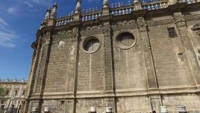 塞维利亚,安达卢西亚,西班牙- 2016年4月18日:城堡、室内花园、庭院和房间 股票录像