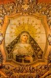 塞维利亚,西班牙- 2014年10月29日:教会Iglesia圣Bonaventura门面的陶瓷铺磁砖的,哭泣的玛丹娜  库存图片