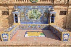 塞维利亚-作为其中一间的奥伦塞铺磁砖的'省凹室'沿广场de西班牙的墙壁 库存图片